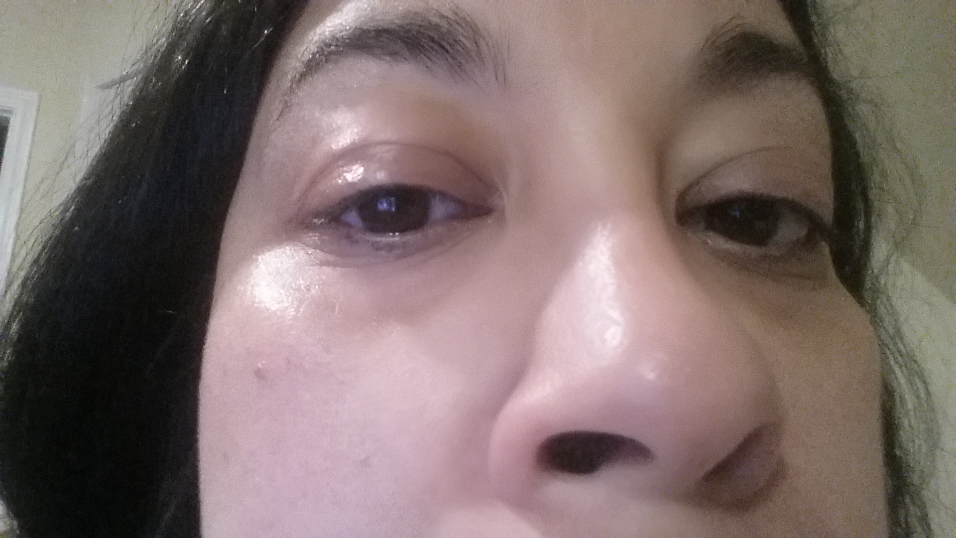An up close look at my clean eyes after the towelettes!